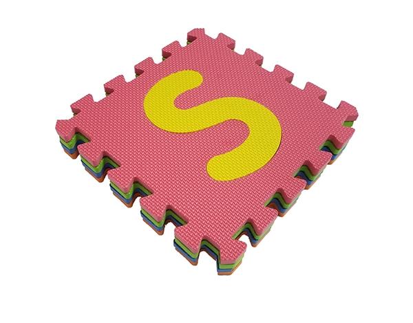 字母拼图地垫